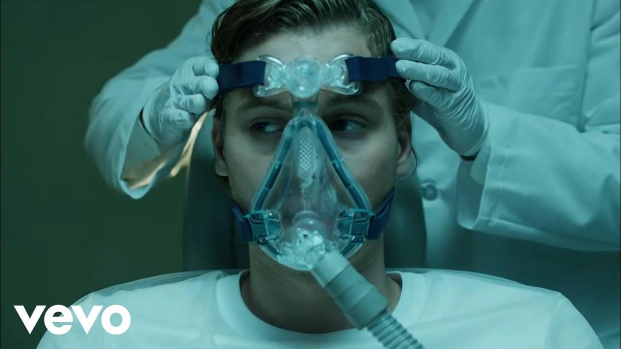 5 Seconds of Summerが「13の理由」に提供した新曲「Teeth」のミュージック・ビデオを公開