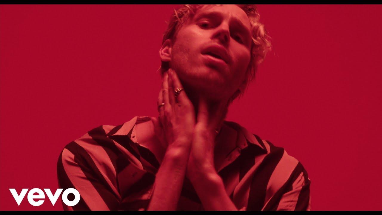 5SOSのLuke Hemmingsが新曲「Motion」のミュージック・ビデオを公開