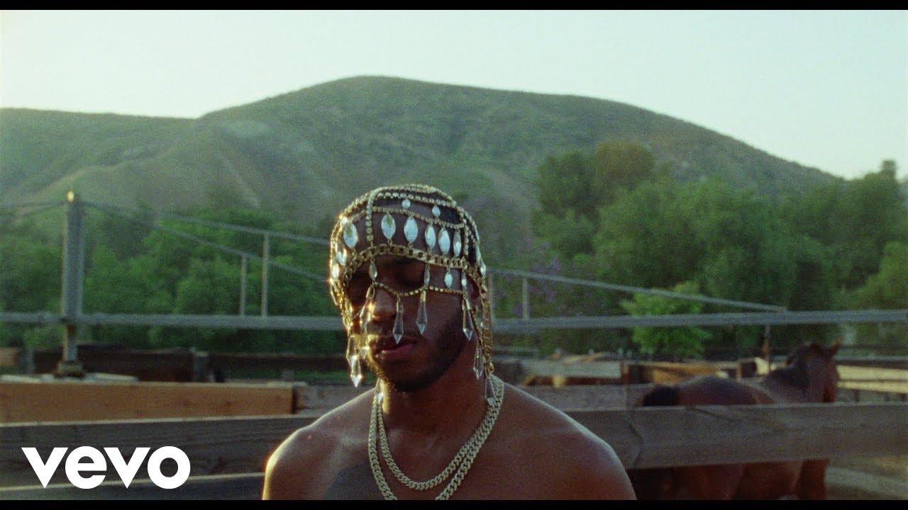 6lackが昨年リリースのアルバムからKhalidをゲストに迎えた「Seasons」のミュージック・ビデオを公開