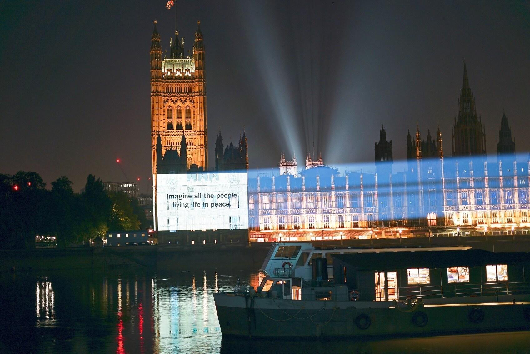 John Lennon & Yoko Onoの名曲「Imagine」不朽の一節「IMAGINE ALL THE PEOPLE LIVING LIFE IN PEACE」が世界中の有名な建築物に投影