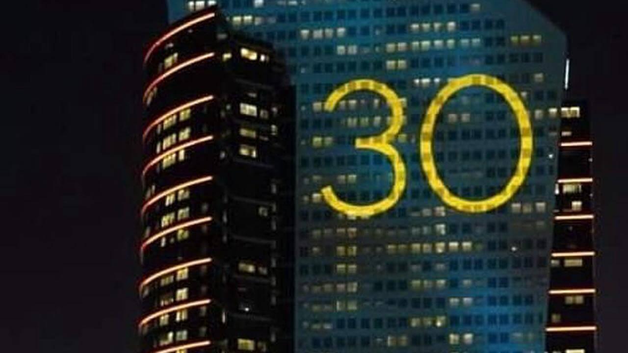 Adele新作タイトルは「30」?世界中に「30」と書かれた看板が出現