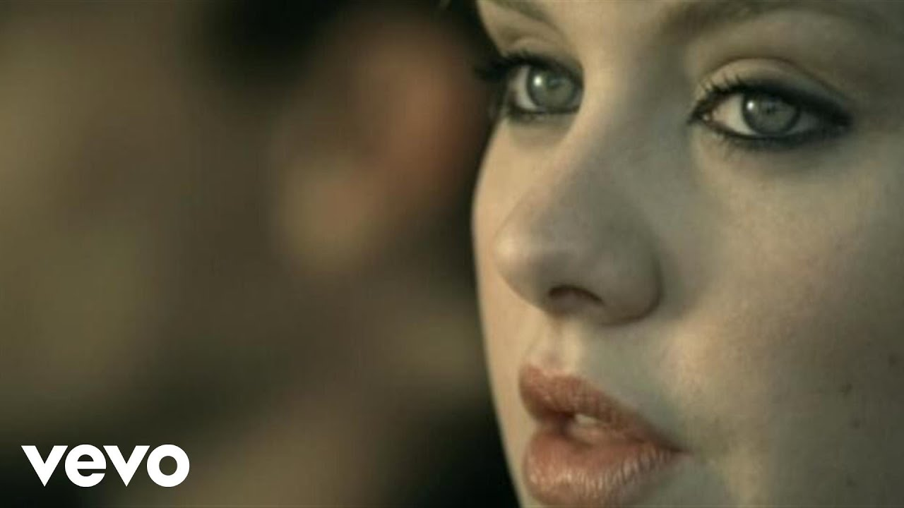 Adele「Chasing Pavements」の洋楽歌詞・YouTube動画・解説まとめ
