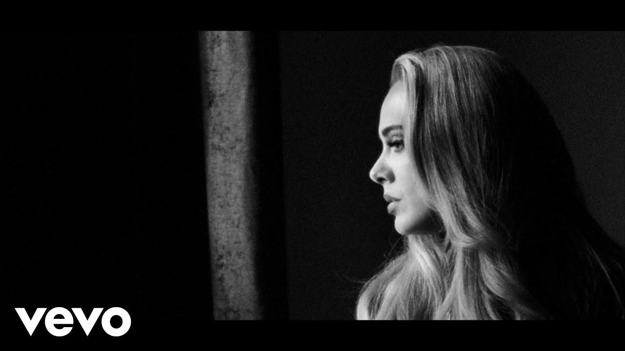 Adeleの新曲「Easy On Me」のミュージック・ビデオが公開後24時間の視聴回数自己記録を更新