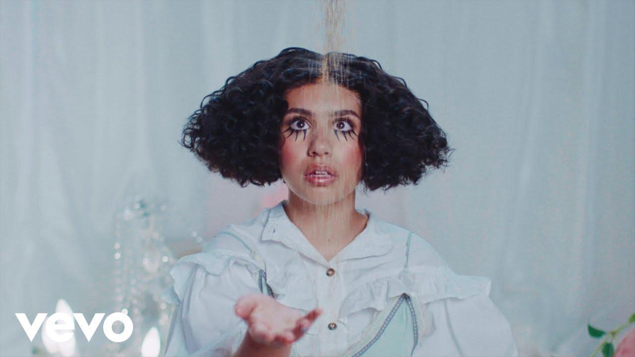 Alessia Caraが新曲「Sweet Dream」のミュージック・ビデオを公開