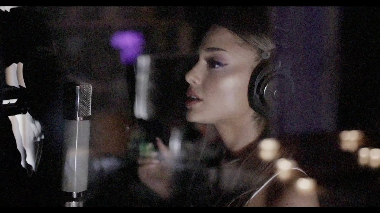 Ariana Grandeが大ヒット曲「positions」レコーディング時の舞台裏映像を公開