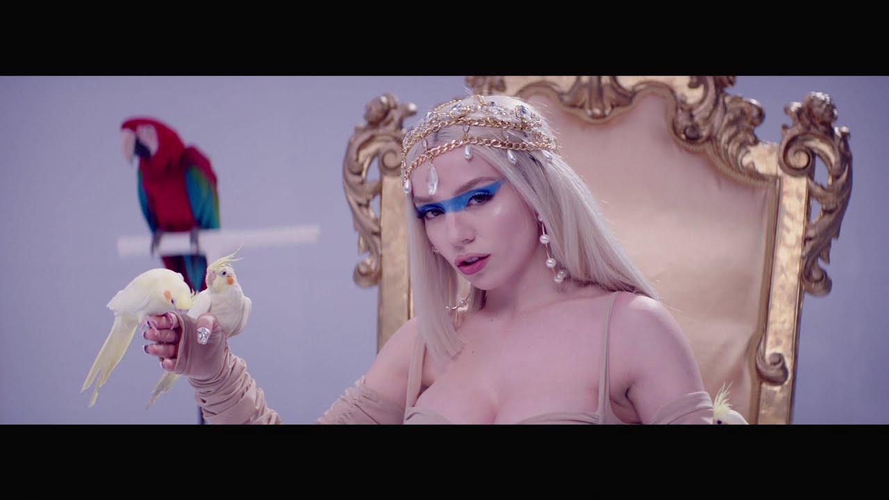 Ava Max「Kings & Queens」の洋楽歌詞カタカナ・YouTube動画・解説まとめ