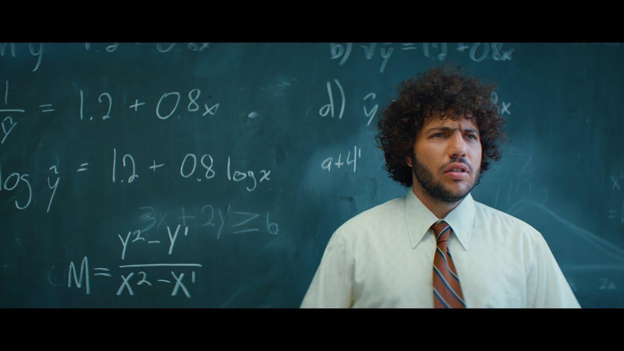 Benny BlancoとJuice Wrldのコラボによる新曲「Graduation」のミュージック・ビデオが公開