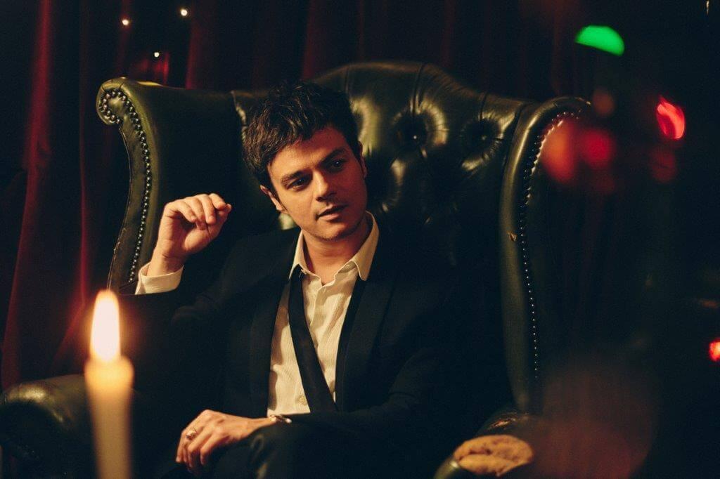 英国のピアノマンJamie Cullumがホリデー・シーズンに向けて「Christmas Don't Let Me Down」シングル・バージョンの音源を公開
