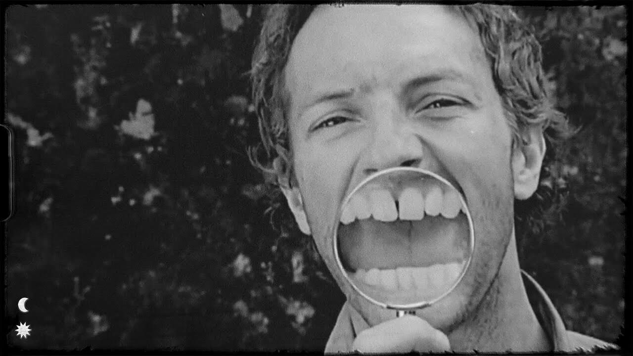 Coldplay「Violet Hill」の洋楽歌詞・YouTube動画・解説まとめ
