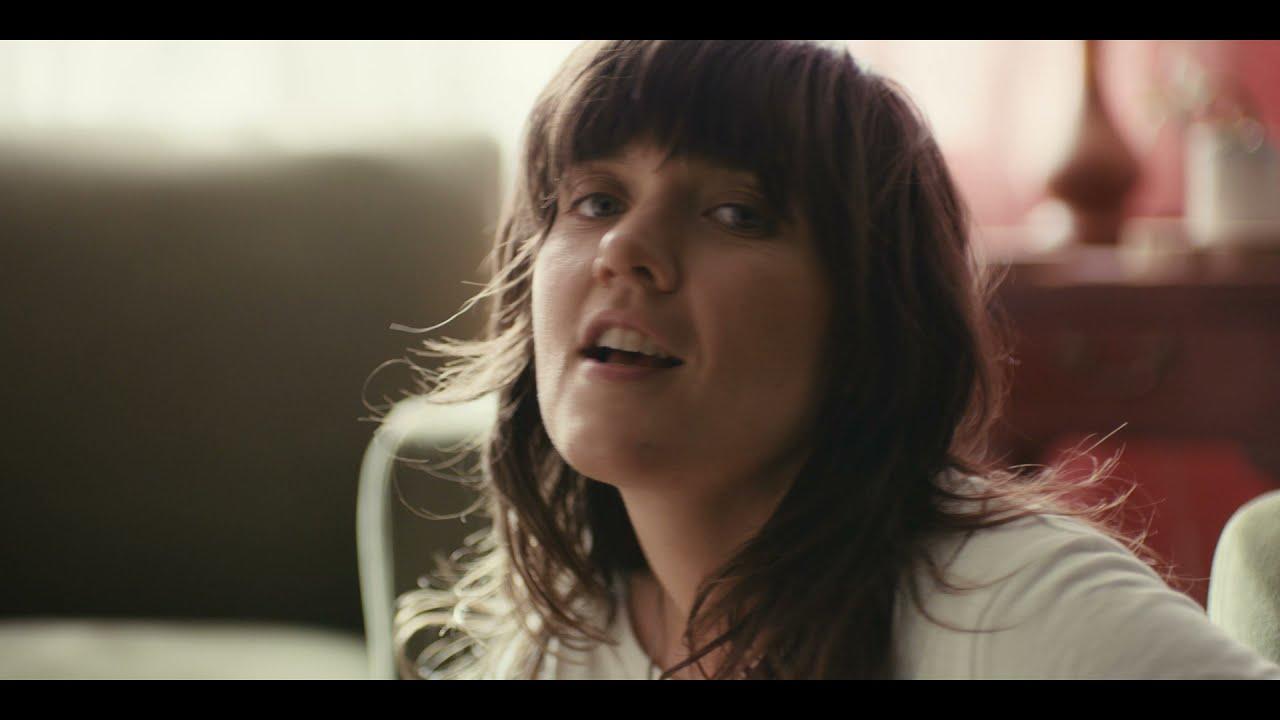 Courtney Barnettが新曲「Rae Street」のミュージック・ビデオを公開
