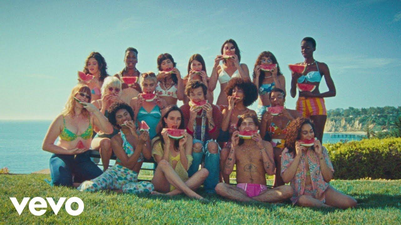 Harry Stylesが最新アルバムからの新曲「Watermelon Sugar」のミュージック・ビデオを公開