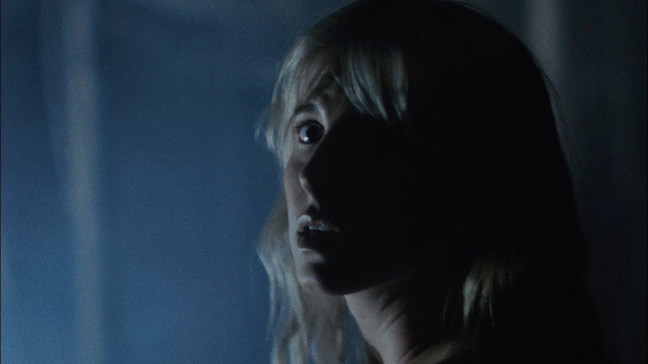 Hayley Williamsがソロデビュー曲「Simmer」のミュージック・ビデオを公開