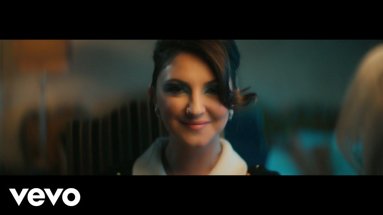 Julia Michaelsが新曲「All Your Exes」のミュージック・ビデオを公開