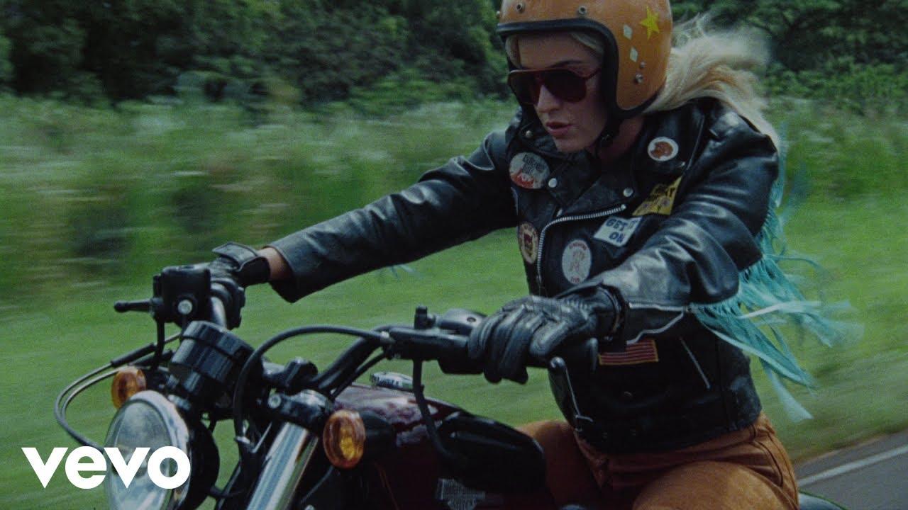 Katy Perryが新曲「Harleys in Hawaii」のミュージック・ビデオを公開