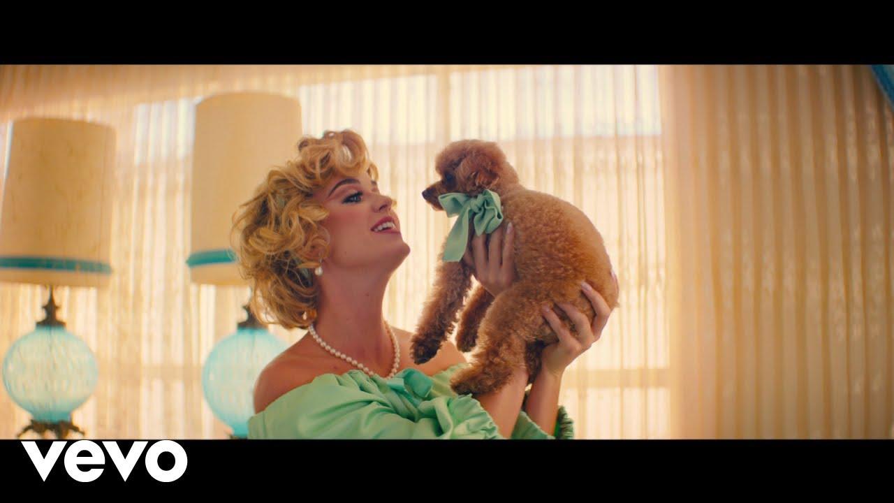 Katy Perryが新曲「Small Talk」のミュージック・ビデオを公開