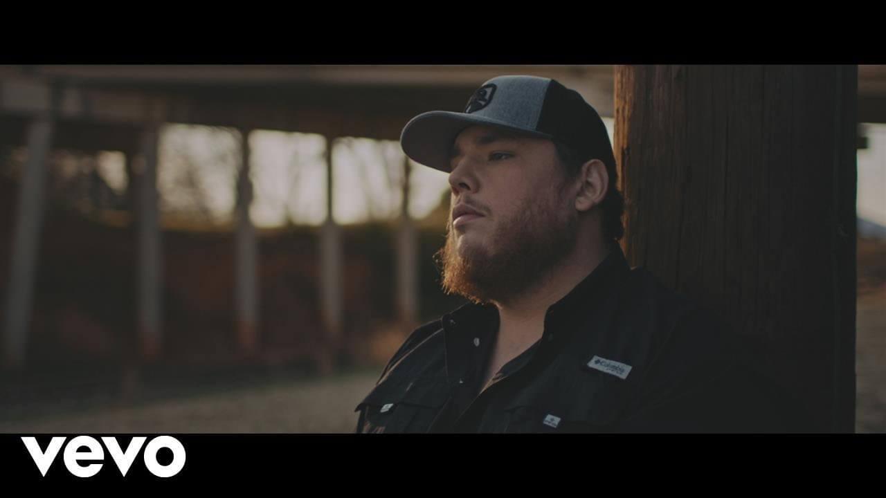 Luke Combs「One Number Away」の洋楽歌詞・YouTube動画・解説まとめ