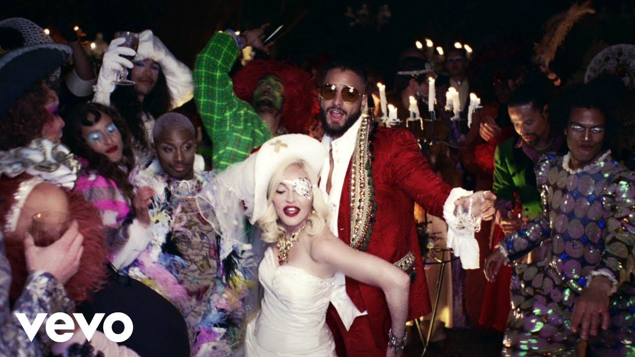 MadonnaがMalumaをゲストに迎えた新曲「Medellín」のミュージック・ビデオを公開