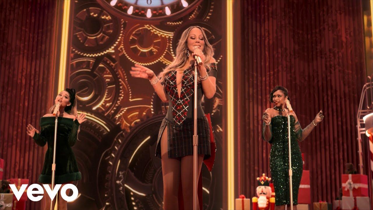 Mariah CareyがAriana GrandeとJennifer Hudsonを迎えた「Oh Santa!」リミックスのミュージック・ビデオを公開