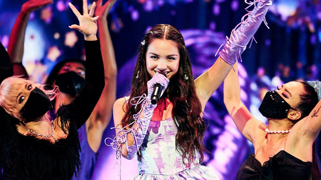 Olivia RodrigoがMTVビデオ・ミュージック・アワードで最優秀楽曲賞を含む3部門受賞!「good 4 u」圧巻のパフォーマンスを披露!