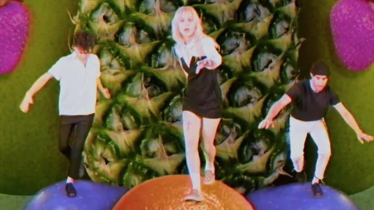 Paramore「Caught in the Middle」の洋楽歌詞・YouTube動画・解説まとめ