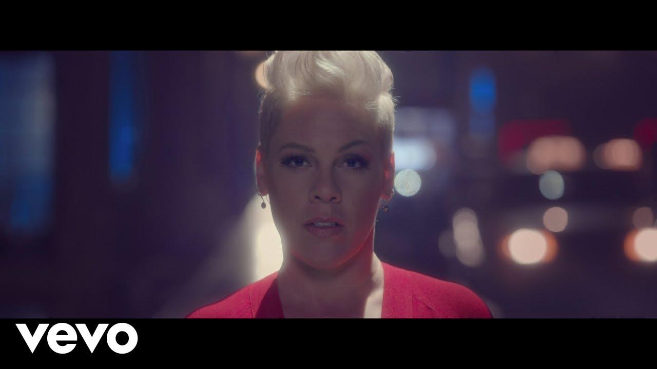 P!nkが新曲「Walk Me Home」のミュージック・ビデオを公開