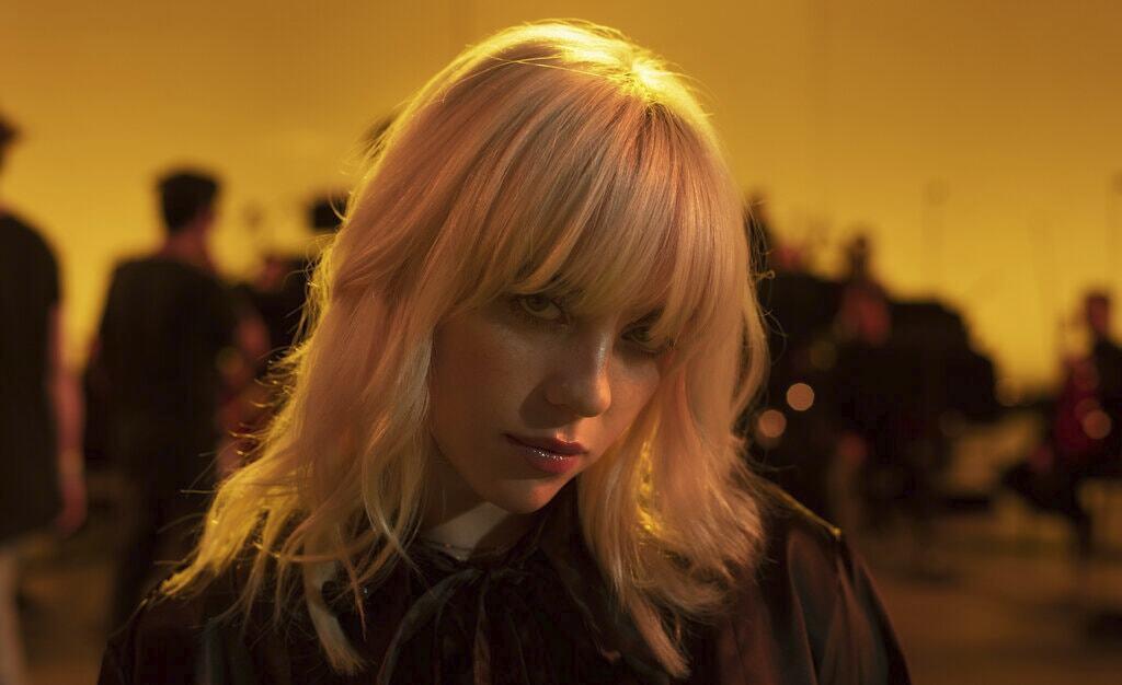 Billie Eilishが最新ライブ映像『Happier Than Ever: A Love Letter to LA』をディズニープラスで独占配信開始