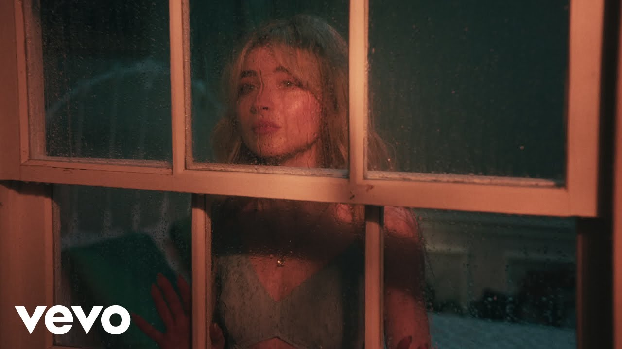 Sabrina Carpenterが新曲「Skin」のミュージック・ビデオを公開