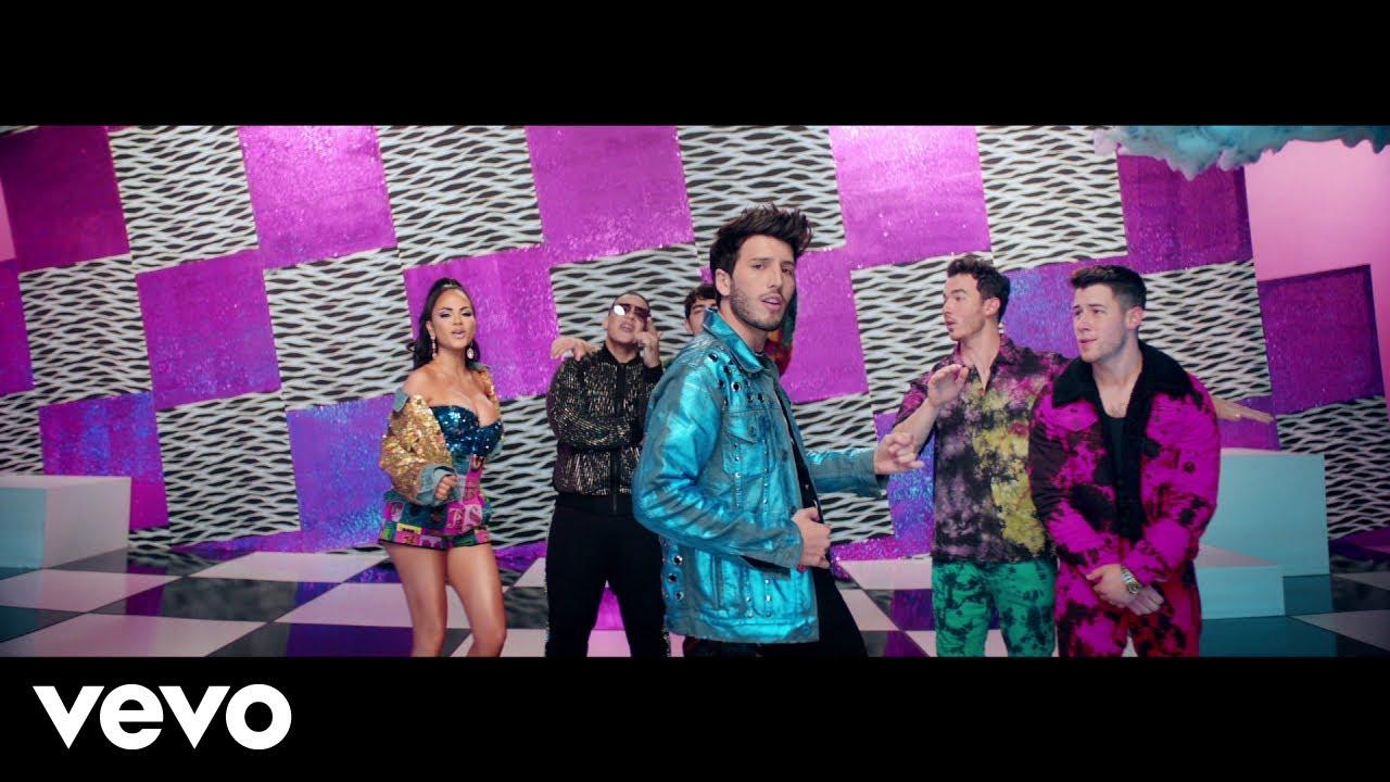 Sebastián YatraとDaddy Yankee、Natti Natasha、そしてJonas Brothersも参加した豪華コラボ曲「Runaway」のミュージック・ビデオが公開