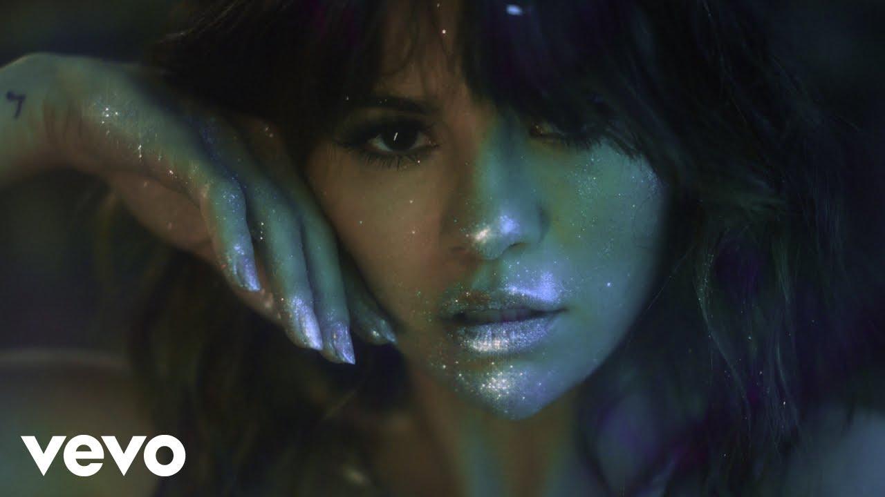 Selena Gomezが最新アルバムから「Rare」のミュージック・ビデオを公開
