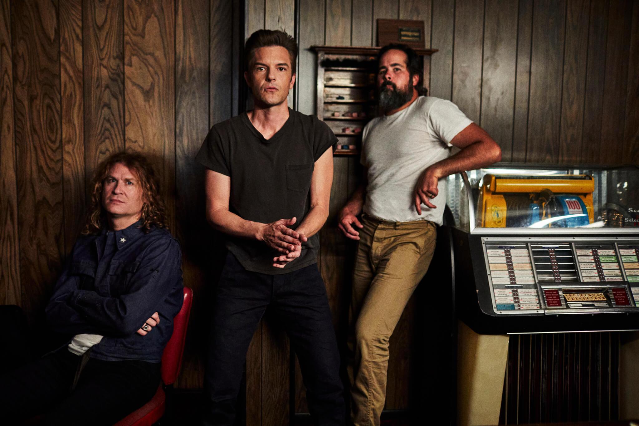 The Killersが最新アルバム『Pressure Machine』でデビューから7作連続全英1位を獲得、全米アルバムチャートでも全作トップ10入りの快挙!