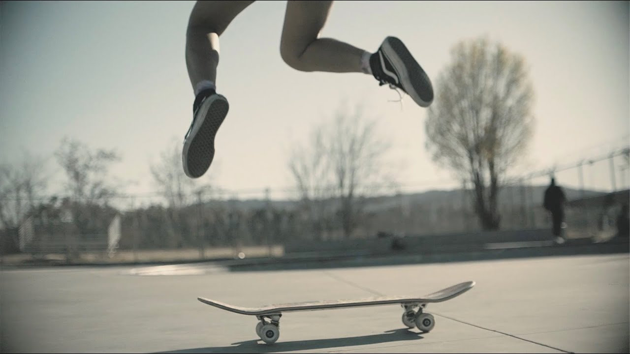 SiaとDavid Guettaによる新曲「Floating Through Space」のミュージック・ビデオが公開