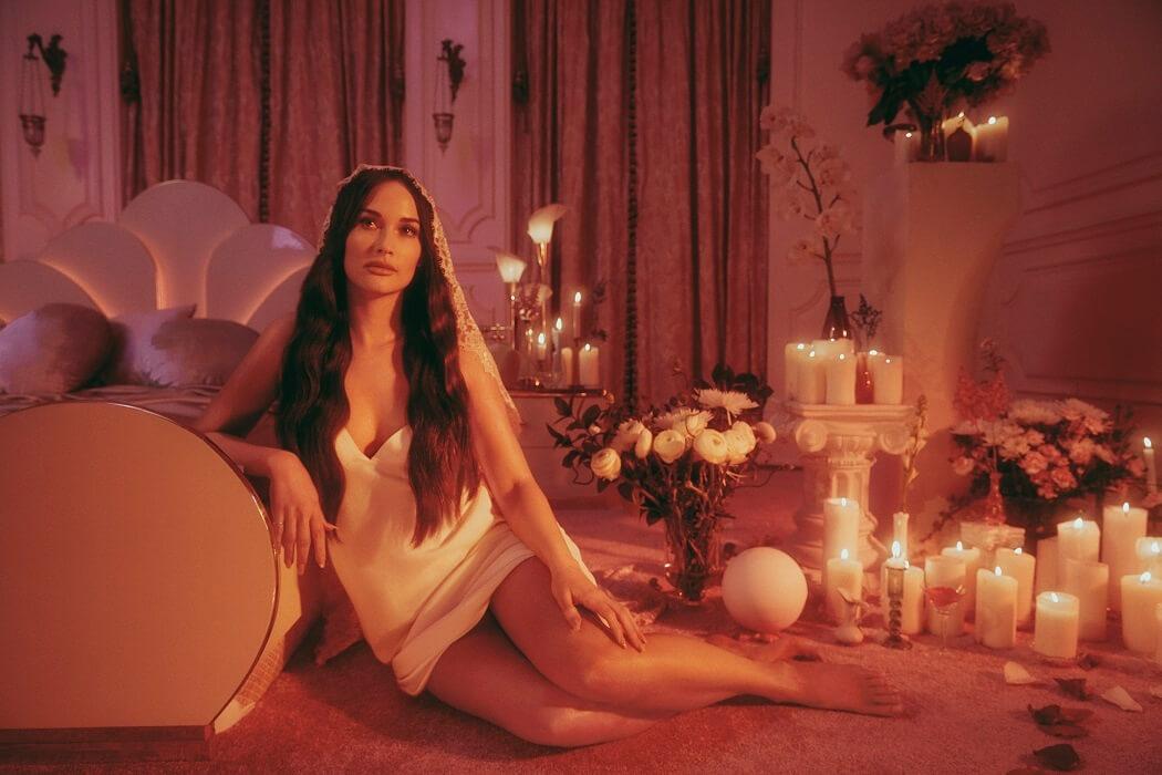 Kacey Musgravesが自身の離婚物語を赤裸々に綴った最新アルバム『Star-Crossed』から「simple times」のミュージック・ビデオを公開