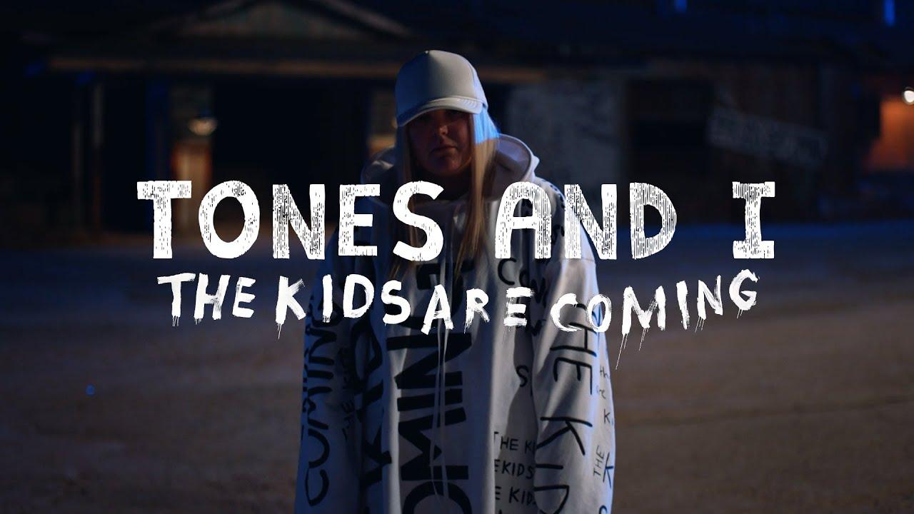 Tones and I「The Kids Are Coming」の洋楽歌詞・YouTube動画・解説まとめ