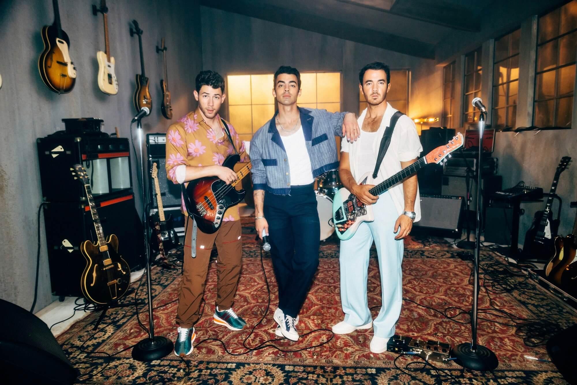 Jonas Brothersが新曲「Who's In Your Head」をリリースしをリリック・ビデオを公開!三男ニック・ジョナスのバースデー・リリースに!