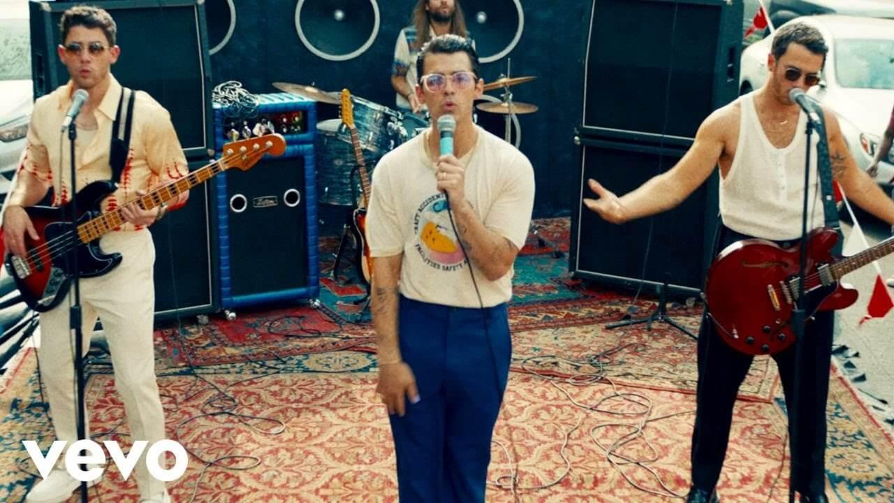 Jonas Brothersが新曲「Who's In Your Head」のミュージック・ビデオを公開!ファンをディナーに招待する企画も発表